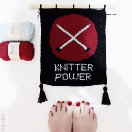 Banderola tejida con el texto Knitter Power